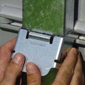 Collier de fixation IZI - Pour panneau de signalisation