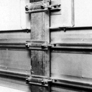 Premier rail de fixation sur un panneau
