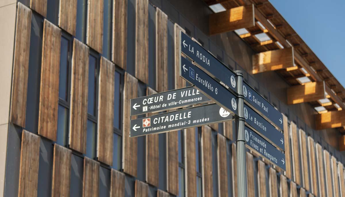 Signalétique sur-mesure piéton à Besançon