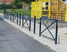 Mobilier urbain : Barrière de ville croix de Saint André - Aménager votre école signaux signaux girod
