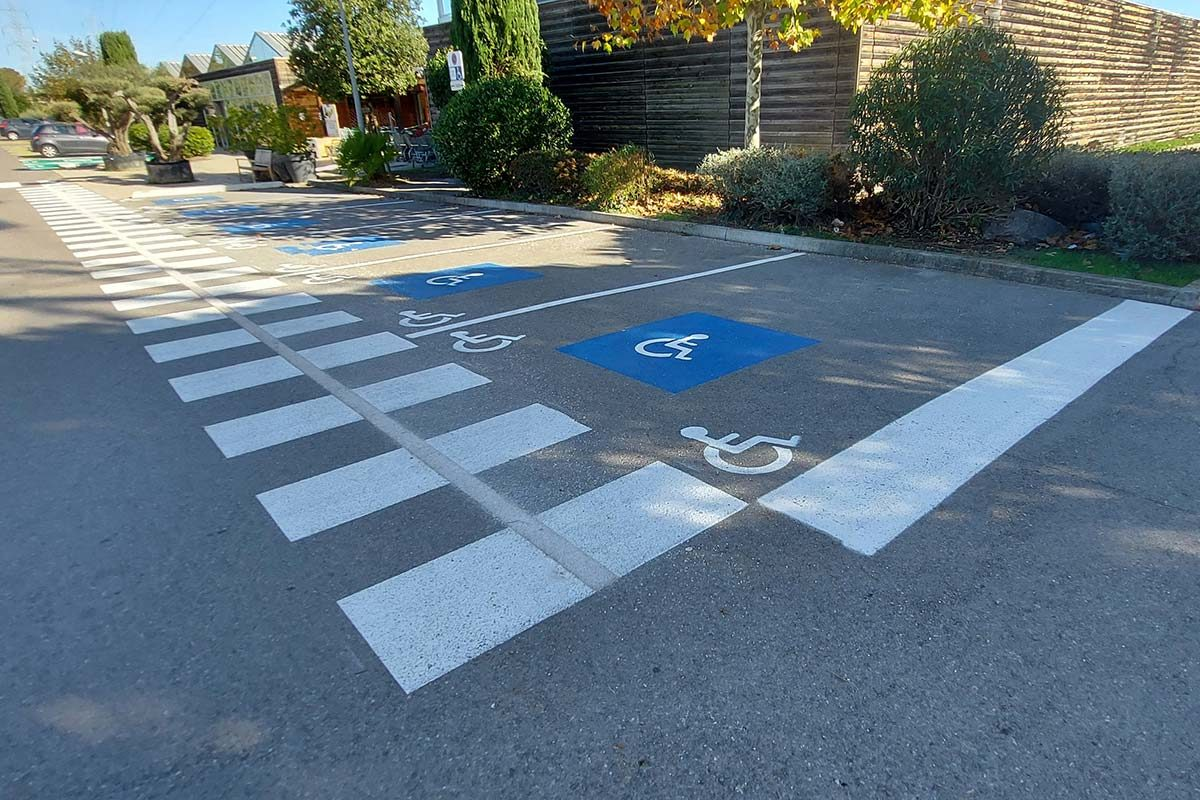 marquage place parking PMR signaux girod