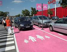 Place de parking famille - aménager votre centre commercial signaux girod